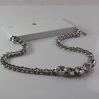 Красивое нарядное женское колье с камнями серебристого цвета от H&M