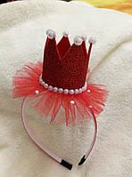 Эффектная новогодняя корона на девочку с декором из бусин и фатина