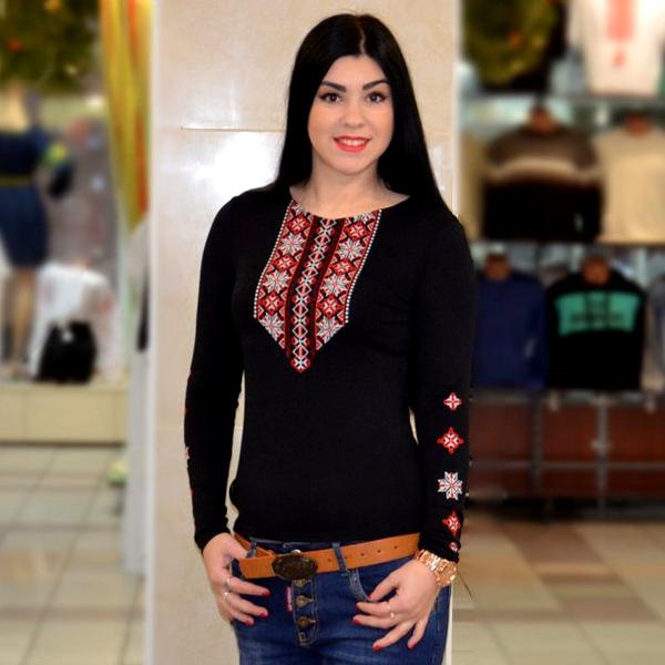 Женская черная футболка с длинным рукавом Орнамент