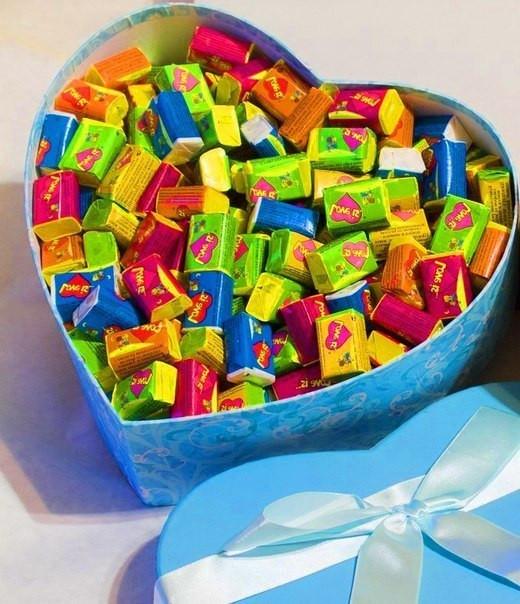 Жевательная жвачка Love is, жвачки лове ис ассорти в подарочной упаковке 100 шт
