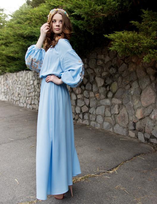 Голубое длинное платье с вышивкой Дерево жизни