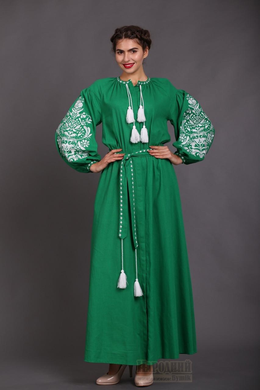 Довга сукня зеленого кольору. Вишивка дерево життя.