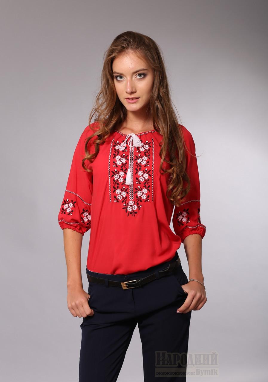 Женская красная блузка с вышивкой