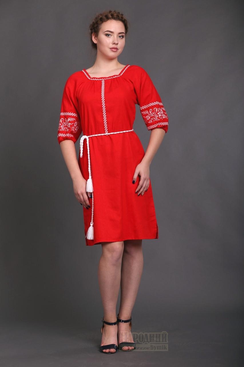 Красное платье с однотонной белой вышивкой