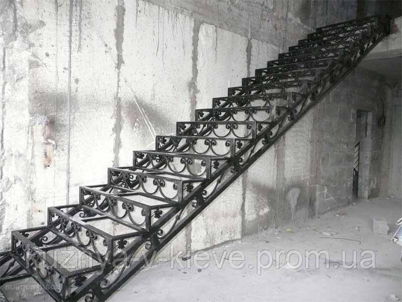 Лестница кованая прямая