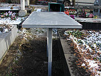 Стол на кладбище.