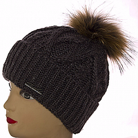 Вязаная женская шапка с помпоном на зиму
