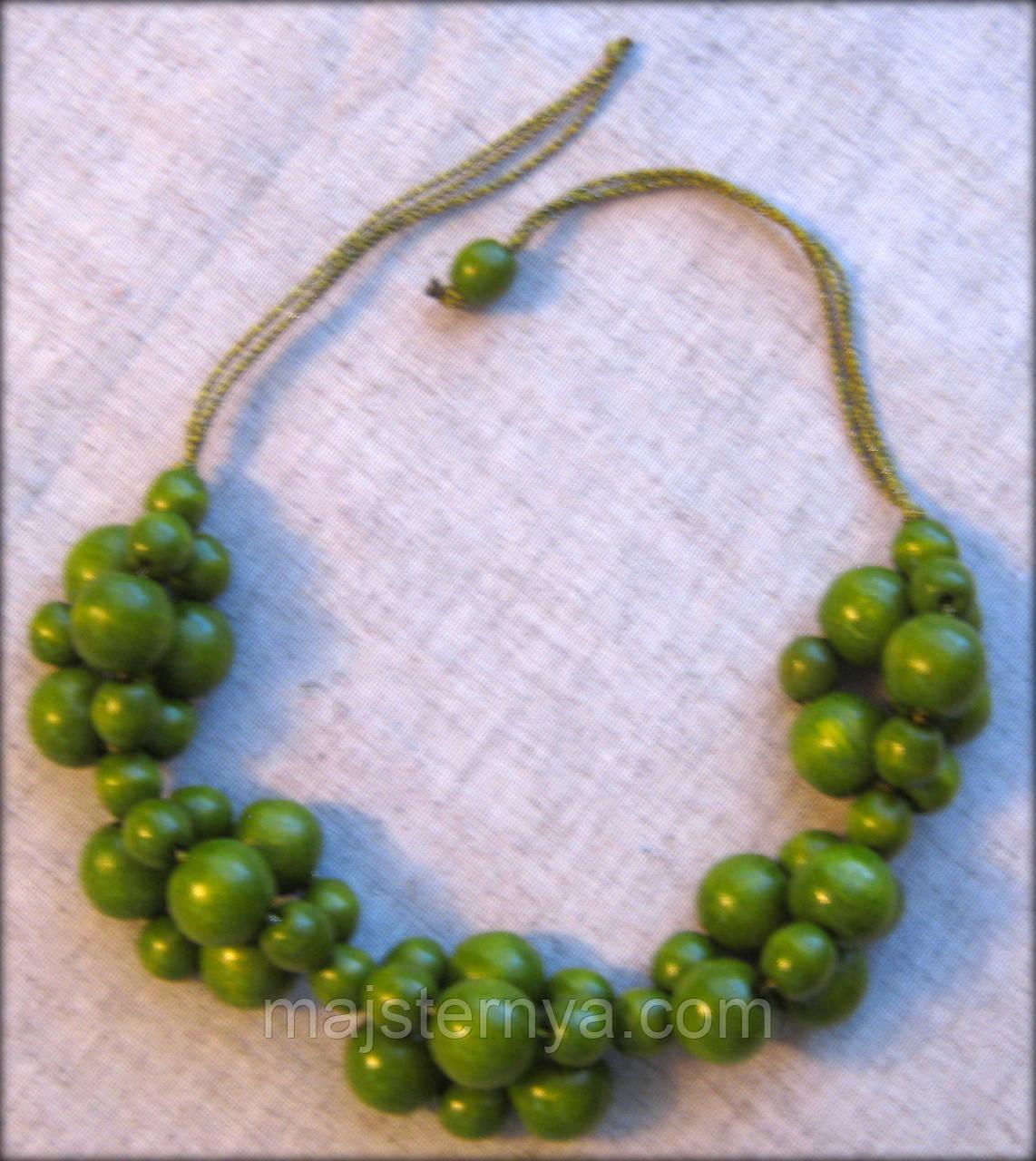 """Намисто """"Гроно Щастя"""" зелене з оливковим відтінком, з дерева, покрите лаком"""