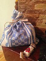 Мешочек-вышиванка с синим орнаментом на завязках