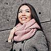 Нежно-розовый шарф-снуд
