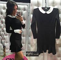 Строгое короткое платье с воротничком и манжетами