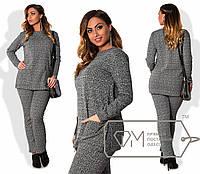 Элегантный женский костюм для пышных модниц (буклированный трикотаж, брюки, удлиненная кофта, карманы)