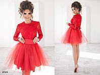 Вечернее красное платье с гипюром
