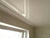 Натяжной потолок и потолочный карниз
