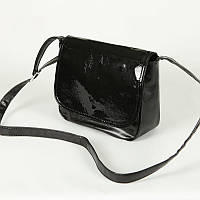 Лаковая сумочка М52-63/лак через плечо черного цвета молодежного стиля с лаковым клапаном