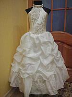 Нежное детское платье жемчужного цвета на 6-9 лет