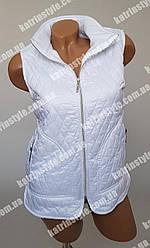 Жилетка  для медицинских работников стеганная белого цвета