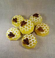 Мыло  медовое круг с пчелой