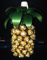 """""""Ананас""""с шампанским и конфетами Ferrero Rocher  для руководителя(директора)."""
