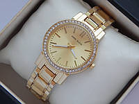 Женские кварцевые наручные часы Anne Klein золотого цвета с стразами