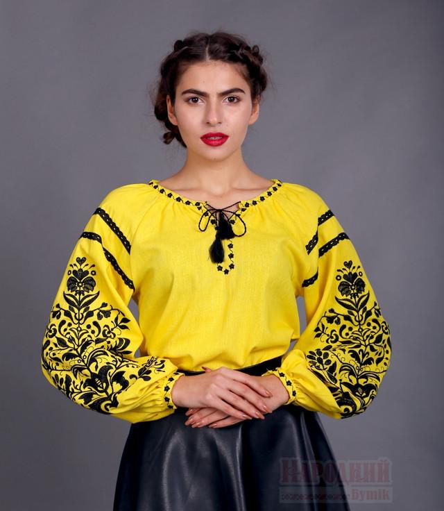 Женская вышиванка из желтого льна