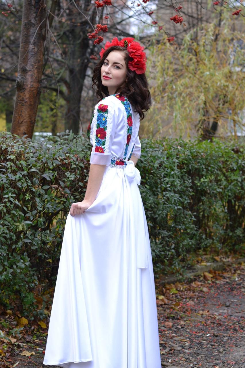 Дизайнерськa сукня з вишивкою