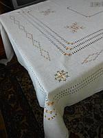 """Льняная скатерть с ручной вышивкой шелковыми нитками и большим количеством мережек """"Элегантность"""""""