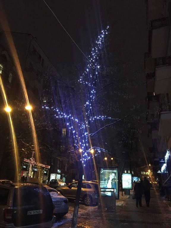 Светодиодное оформление деревьев