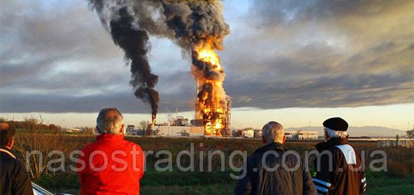 Виноват насос? Мощный взрыв прогремел на НПЗ Eni на севере Италии.