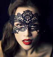 Маска женская карнавальная чёрная узорчатая
