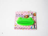 Выдавливатель пластмассовый для тюбиков Лягушка 9 х 3 см.