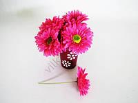 Гербера искусственная ярко-розовая 16 см.