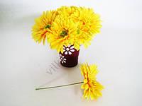 Гербера искусственная жёлтая на проволоке 16 см.