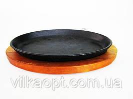 Форма чавунна на дерев'яній підставці овальна глибока 27 х 17