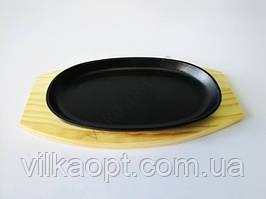Форма чавунна на дерев'яній підставці овальна 23,5 х 14 див.