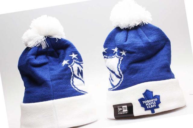 Зимняя женская шапка синяя
