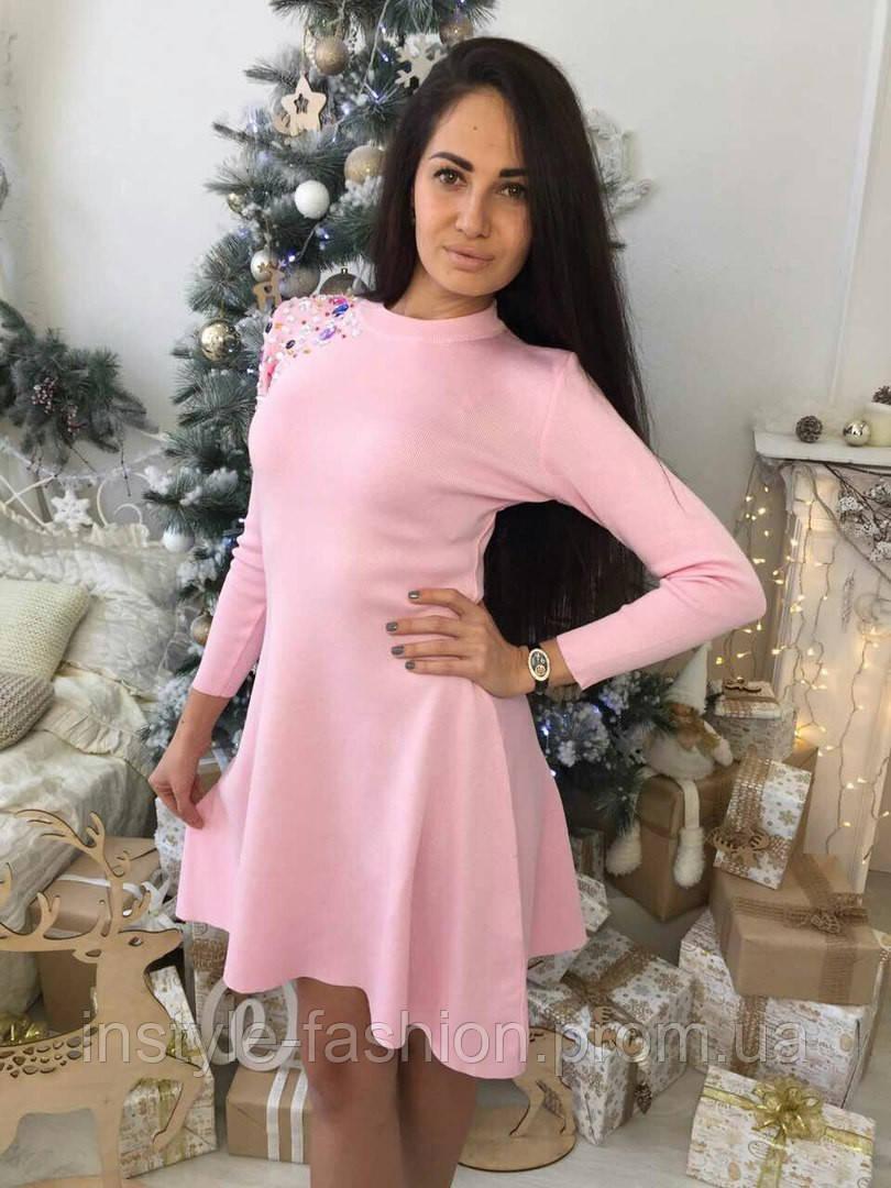 Розовое платье клеш