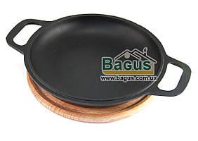 Сковорода чугунная порционная 20см (крышка-сковорода) на деревянной подставке 20см (бук) БИОЛ 02032-1