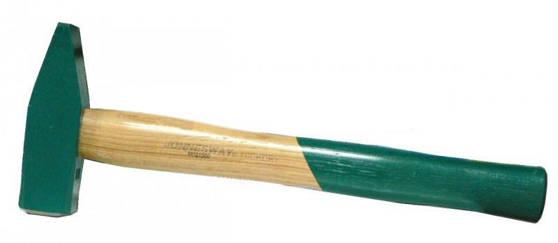Молоток с деревяной ручкой 0.6кг