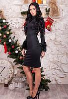 Женское платье по колено приталенное с меховыми манжетами