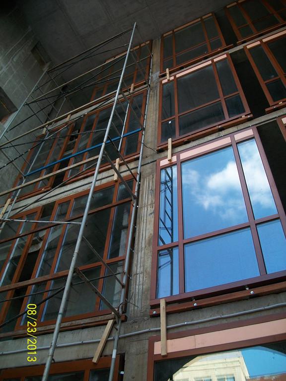 Деревянные окна – это эстетически ценные изделия, которые найдут свое место в интерьере любого дома.