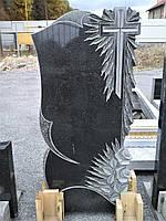 Памятник с крестом и розами
