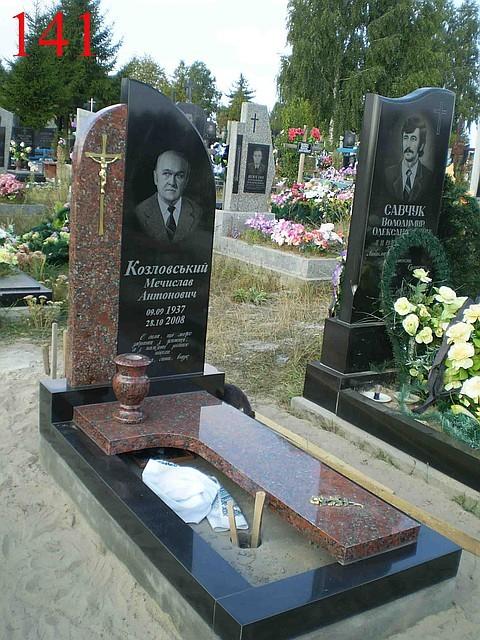 Памятник Роза из двух видов гранита Кашин Эконом памятник Плечики Зеленоградск