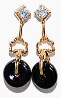 Серьги - гвоздики фирмы Xuping, цвет: позолота.Камень: циркон и гематит. Высота серьги 2,5 см. Ширина 8  мм.