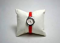 Часы  женские  кварцевые QQ .    t-n