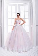 Очаровательное свадебное платье А-силуэта с необычным корсетом и пышной юбкой