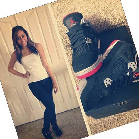 Женские чёрные кроссовки Air jordan 4 на ноге