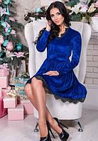 Женское яркое нарядное бархатное платье с кружевом
