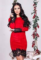 Женское яркое бархатное платье красное по колено приталенное с кружевом   4 цвета