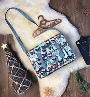 Яркая сумка-портфель через плечо в легкокрылых бабочках   Молодежный аксессуар в невероятно красивых оттенках